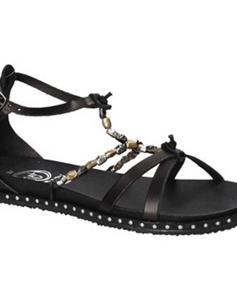 Čierne sandále 18+