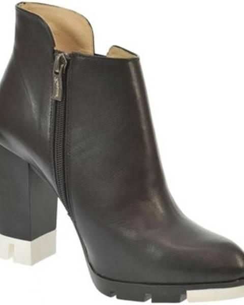 Čierne čižmy Karino