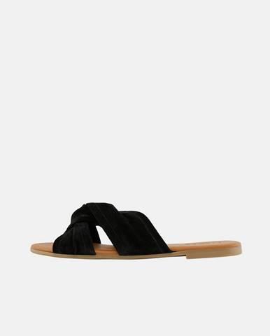Čierne papuče Pieces