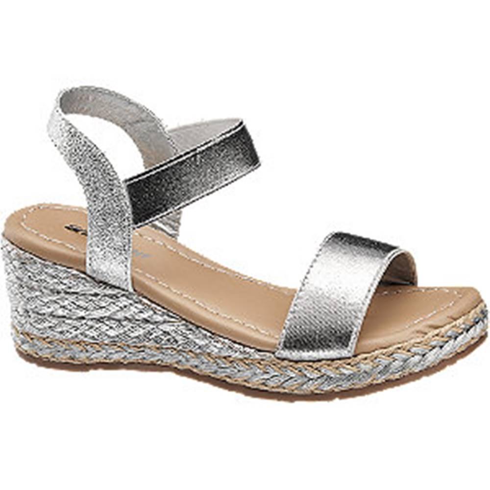Graceland Strieborné sandále na klinovom podpätku