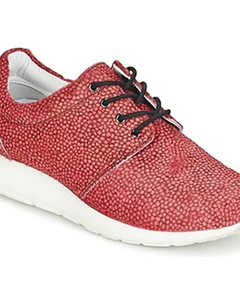 Červené tenisky Maruti