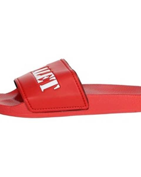 Červené topánky Adalet