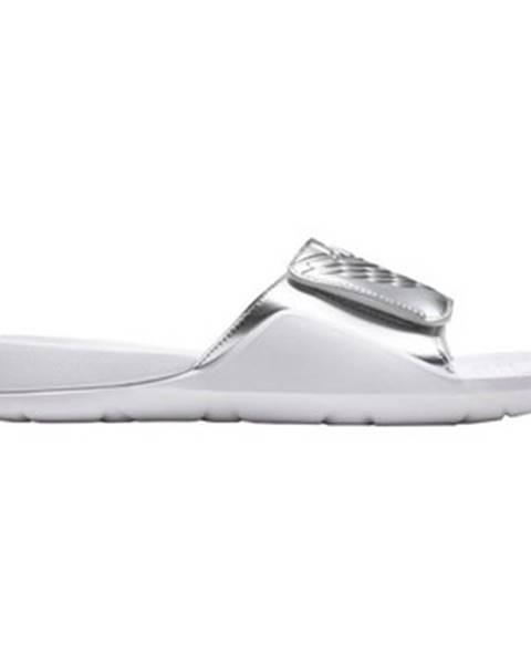 Strieborné topánky Nike