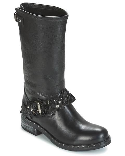 Čierne čižmy Mimmu